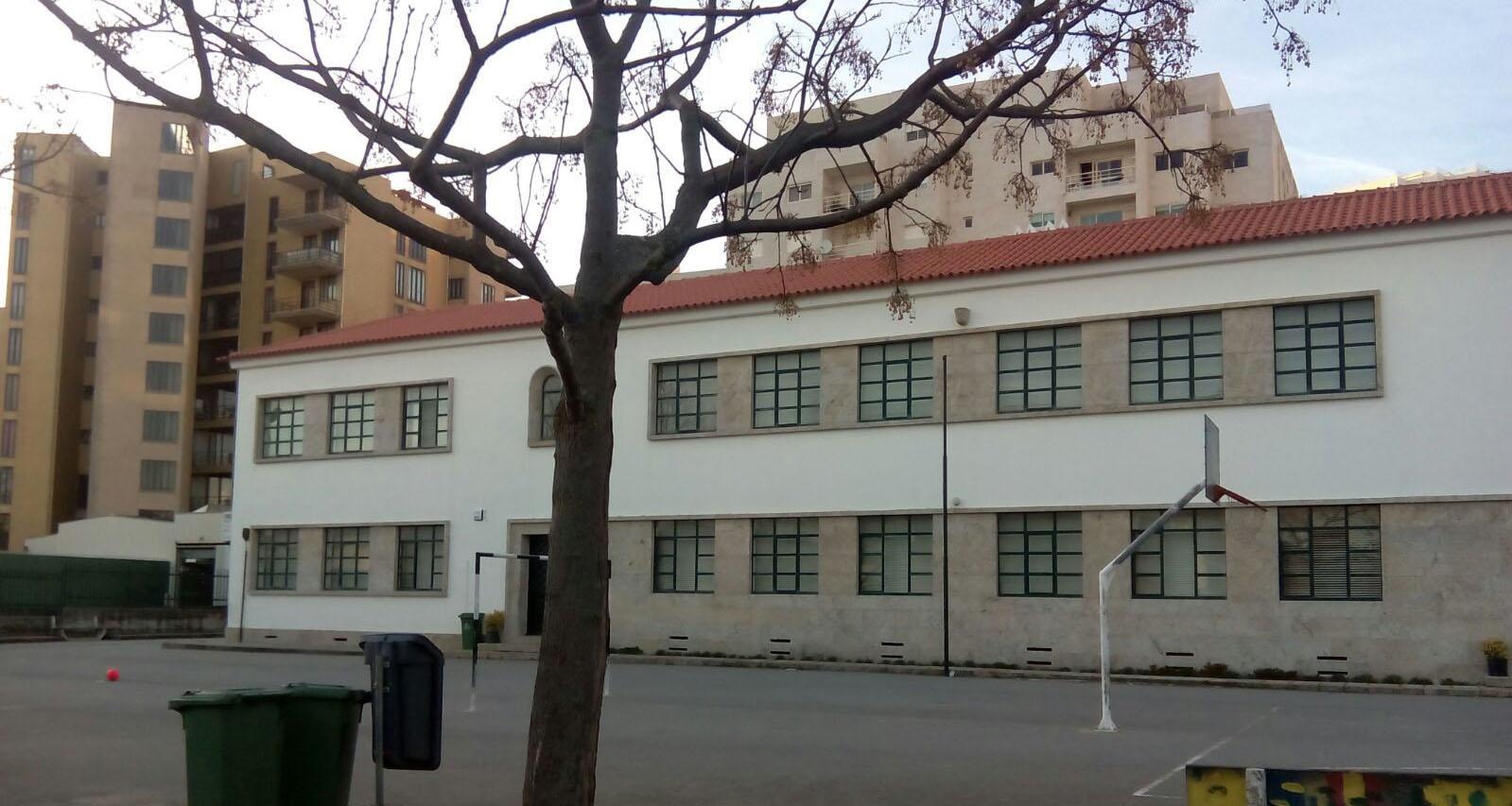 Substituição da cobertura da escola do Desterro